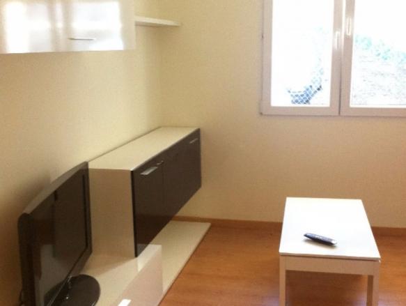 Habitacion en piso compartido reformado centro santander for Pisos centro santander